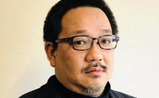 1971年生まれ。京大卒。公認会計士。2002年にIPO支援コンサルタントとして独立。07年から上場企業の経営者を務め、11年からシンガポールでも活動。13年にIPOビジネス再開