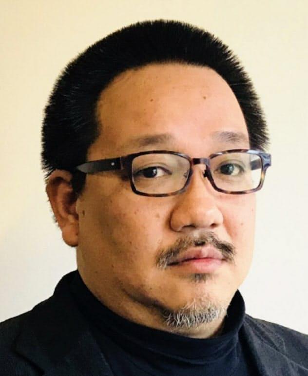 1971年生まれ。京大卒。公認会計士。2002年にIPO支援コンサルタントとして独立。07年から上場企業の経営者を務め、11年からシンガポールでも活動。13年にIPOビジネス再開。