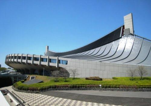改修を終えたばかりの第一体育館。4月13日に撮影した (写真:日経アーキテクチュア)