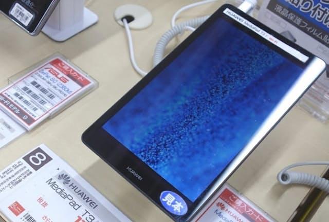スマホやパソコンより手軽にネットを使える入門機として、1万円台の製品が人気のようだ(日経トレンディネットより)