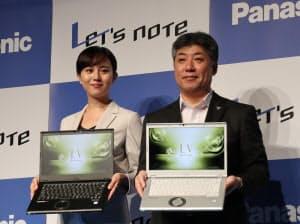 パナソニックの坂元寛明モバイルソリューションズ事業部長(右)と女優の比嘉愛未さん