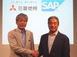 三菱地所の湯浅哲生常務(左)とSAPジャパンの内田士郎会長