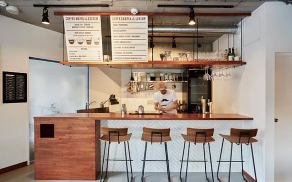 coffee mafiaは小ぶりな店舗で、昼間はテークアウト利用が9割以上を占める