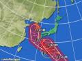 黄円は風速15m/s以上の強風域。赤円は風速25m/s以上の暴風域。白の点線は台風の中心が到達すると予想される範囲。薄い赤のエリアは暴風警戒域