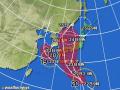 黄円の範囲は風速15m/s以上の強風域、赤円の範囲は風速25m/s以上の暴風域。白の点線は台風の中心が到達すると予想される範囲。薄い赤のエリアは暴風警戒域