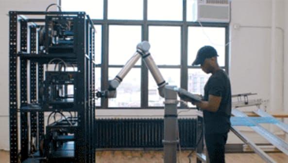 人と働く「コーボット」開発相次ぐ 米欧新興勢が主役
