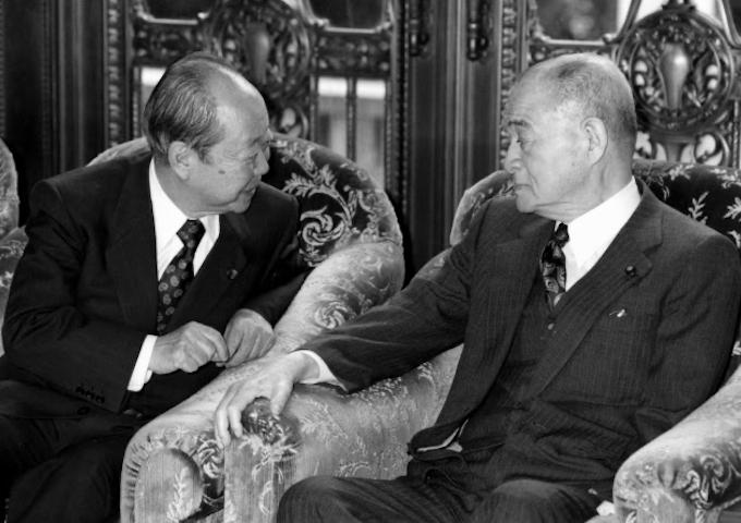 佐川事件で失脚 政界再編の端緒に: 日本経済新聞