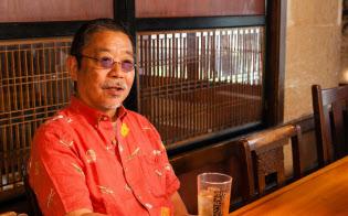 1944年、東京生まれ。早稲田大学を中退後、飲食業の道に入る。78年、楽コーポレーションを設立し、東京・経堂に大皿総菜料理の草分けとなる5坪の居酒屋「くいものや汁べゑ」と「極楽屋」を開く。社員はすべて独立させる方針で、同社から巣立ち店を持った飲食店経営者は何百人にも及ぶ。現在、首都圏に十数店を展開。飲食業界への長年の貢献から、外食産業記者会が選ぶ「外食アワード2013」で10周年特別賞を受けた。著書に『トマトが切れれば、メシ屋はできる 栓が抜ければ、飲み屋ができる』『笑う店には客来たる 楽しむ人には福が舞う』(いずれも日経BP社)