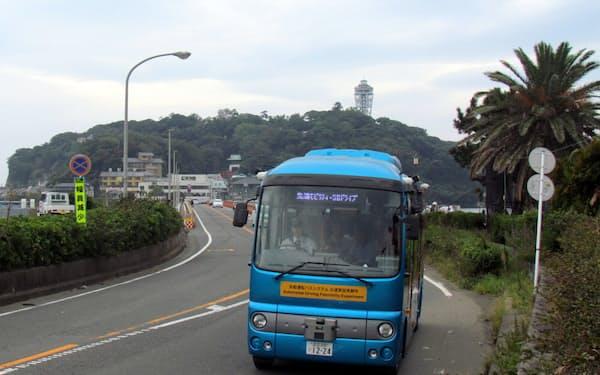 江の島から対岸のバス停へ向かう自動運転バス