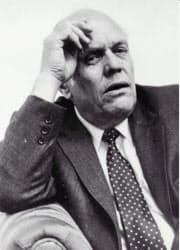 米DECの共同創業者で社長を長年務めたケン・オルセン氏(1990年ごろ撮影)