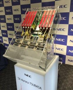 NECが17年10月25日に発表したスーパーコンピューター「SX-Aurora TSUBASA」。写真は拡張カード型のモジュール「ベクトルエンジン」を8個搭載したラックマウント型の例
