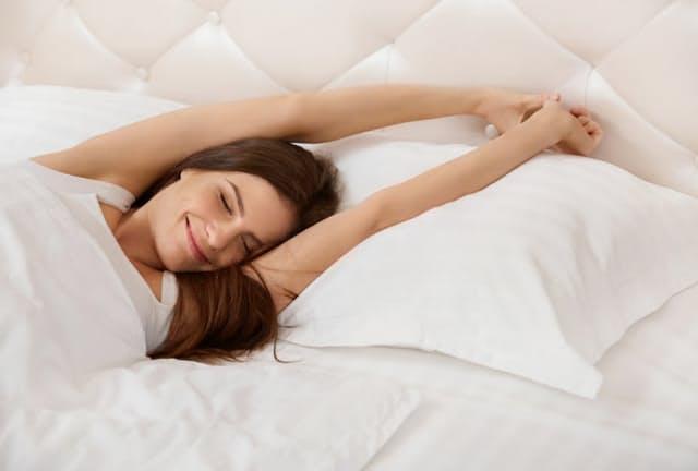 睡眠時間には個人差があるが、短すぎ・長すぎは認知症や死亡のリスクを高める可能性が。写真はイメージ=(c)puhhha-123RF