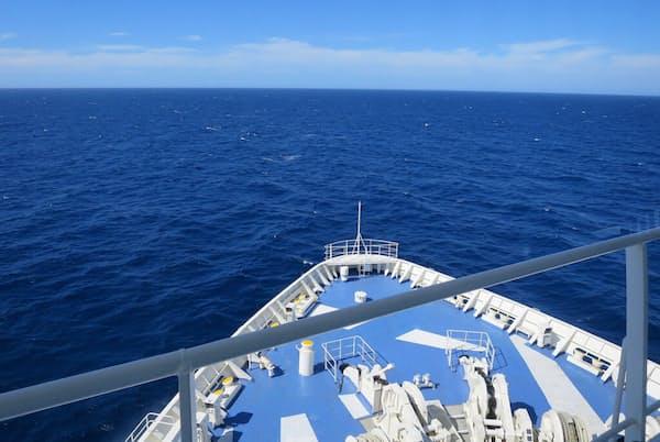 「らべんだあ」ブリッジから船首側を望む景色(写真:津田千枝)
