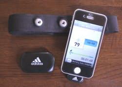 「miCoach CONNECT」は心拍計センサーとiPhoneに差し込むジャックで構成。iPhone内のアプリ「miCoach」と連携する