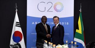 20カ国・地域首脳会議に出席した文在寅(ムン・ジェイン)韓国大統領(右)=ロイター