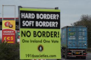 英領北アイルランドとアイルランドの国境=ロイター