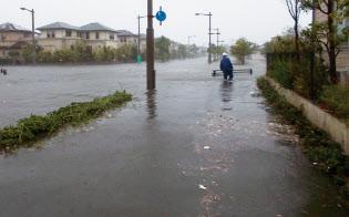 台風21号に伴う高潮、高波で浸水した芦屋市の南芦屋浜。18年9月4日午後2時過ぎに撮影(写真:芦屋市)