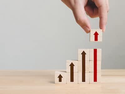 QUICKが選ぶ!「中長期投資にふさわしい投信」