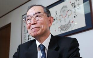 丹羽宇一郎(にわ・ういちろう) 1939年1月名古屋市生まれ。伊藤忠商事の食糧部門時代に穀物トレーダーとして頭角を現す。98年社長に就任すると翌年には約4000億円の不良債権処理を断行し、V字回復を達成。2010年6月、豊富な中国人脈が注目され、初の民間出身中国大使に起用された。書店経営だった生家で本に囲まれて育ち、財界でも有数の読書家。クラシック音楽鑑賞、書道、俳句と趣味も多彩。
