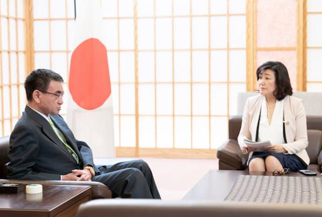 河野太郎外務大臣と白河桃子さん