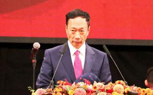 鴻海の郭台銘董事長は2日、トランプ米大統領と電話協議したと明らかにした(2日午前、台北市内)