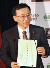 自民党憲法改正案を発表する谷垣総裁(27日、党本部)