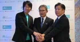 左からソラコムの玉川憲社長、東京センチュリーの成瀬明弘取締役常務執行役員、ビープラッツの藤田健治社長