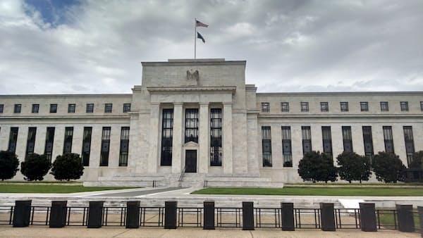 FRB、資産縮小停止を前倒し 市場関係者の見方