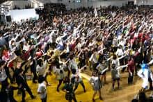 「ニコニコ超会議」でダンスを踊る数百人のユーザー。曲も振り付けもユーザーによるオリジナルだ
