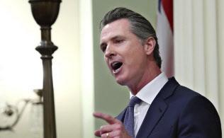 昨年11月の選挙で知事に当選したカリフォルニア州のニューサム知事は12日の演説で、IT大手は「データ配当金」を負担すべきだと主張した=AP
