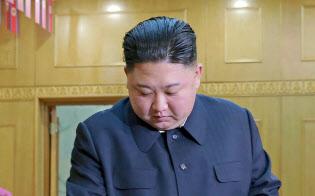 北朝鮮の最高人民会議の代議員選挙の投票をする金正恩委員長=10日、平壌(朝鮮中央通信=共同)