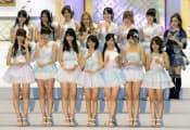 アイドルグループAKB48の「選抜総選挙」後、記念写真に納まる16位までに入ったメンバー。前列中央は1位の大島優子さん=6日夜、東京都千代田区の日本武道館