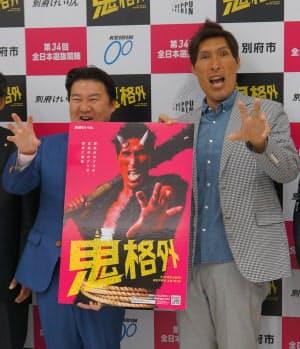 明るいキャラクターが買われてイメージキャラクターとしても人気だ(別府競輪の18年8月の記者会見、左は長野恭紘・別府市長)