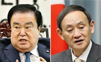 韓国国会の文喜相議長(左)と菅官房長官=共同