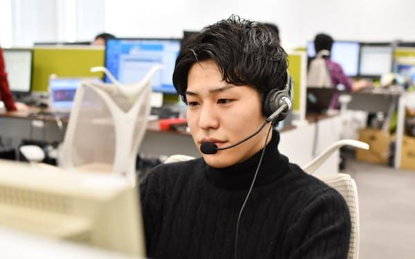 マネックス証券でチャットボットの運営を担当する八戸コンタクトセンターの日俣直彦氏(写真提供/マネックス証券)