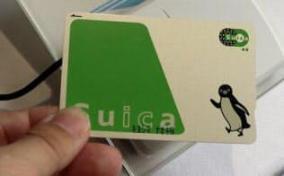 JR根岸線の桜木町駅構内に設置した受付カウンター。SuicaのID番号とメールアドレスをひも付ける