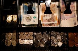 英国の通貨ポンドが不思議な安定を保っている=ロイター