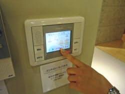 パナソニックのHEMS機器。モニターにエネルギー使用量が逐次映し出される