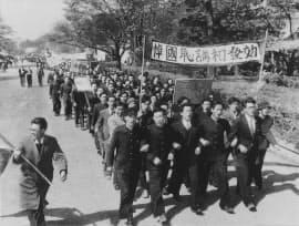 単独講和に反対する大学生のデモ行進=毎日新聞社提供