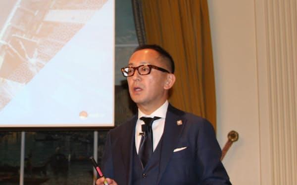 戦略を説明するレッドハット日本法人の望月弘一社長