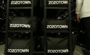 「ZOZOARIGATOメンバーシッ?#20303;工?#19968;律に割引が実施されることもあり、オンワードやミキハウスなどアパレル大手が出品を取りやめていた。