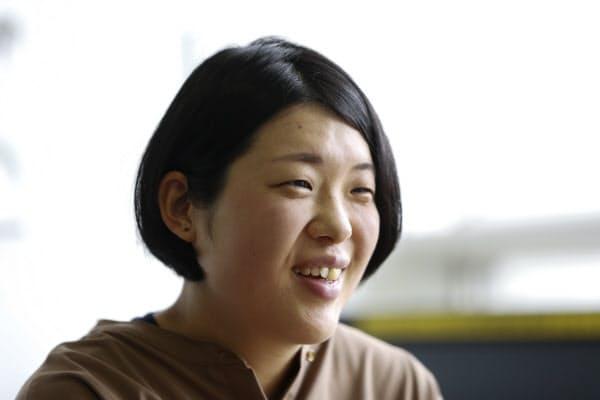 穏やかな表情で取材を受ける大津広美(5月、仙台市)