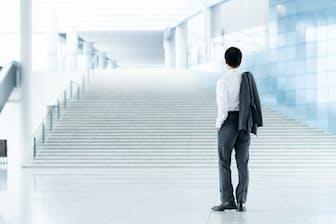 異なる業界や職種への転職という、新たな階段を上るチャレンジが求められるようになりつつある。写真はイメージ=PIXTA