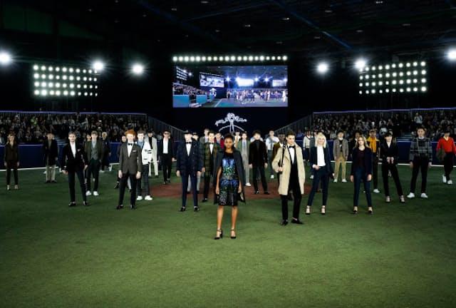 明治神宮外苑の室内球技場(東京・新宿)で開かれたブルックスブラザーズ2019秋冬ファッションショー