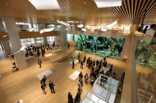 「資生堂グローバルイノベーションセンター:S/PARK(エ?#25915;雪`ク)?#24037;?~2階はコミュニケーションエリアとして一般の人も入れるようにした