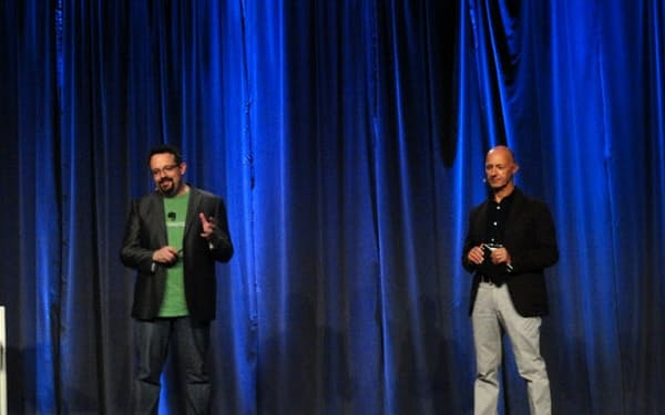 写真1 エバーノートCEOのリービン氏(左)とモレスキンCEOのアリーゴ・ベルーニ氏(右)