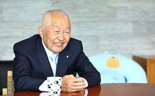 エステーの鈴木喬会長は家族とこまめに連絡を取ってきた(写真:北山宏一)