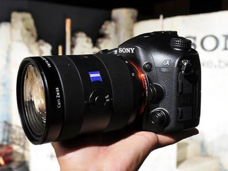 図5 レンズ交換式一眼カメラの新製品「α99」