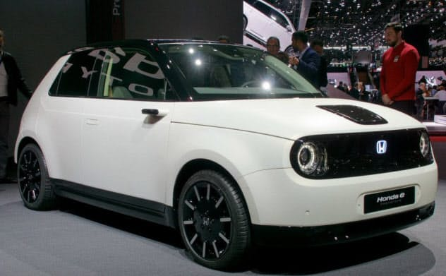 ホンダの量産EV「ホンダe」。19年後半に欧州で発売する予定だ。写真はプロトタイプ(撮影:日経Automotive)