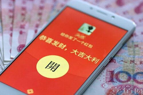 中国ではテンセントなどの決済サービスを通じた「デジタルお年玉」が普及 (写真:Imaginechina/アフロ)